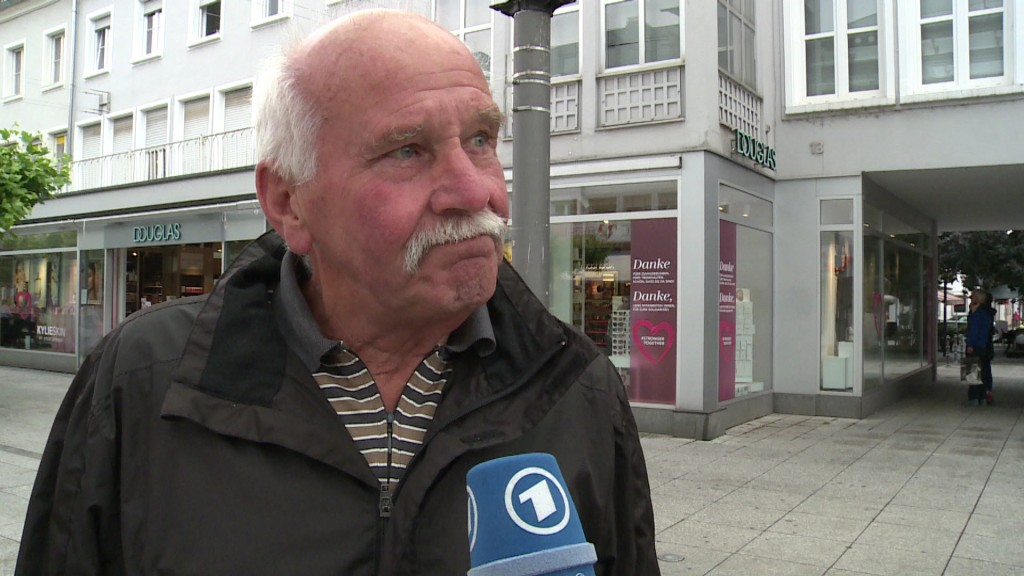 Foto: Passant in Saarlouis beim Interview
