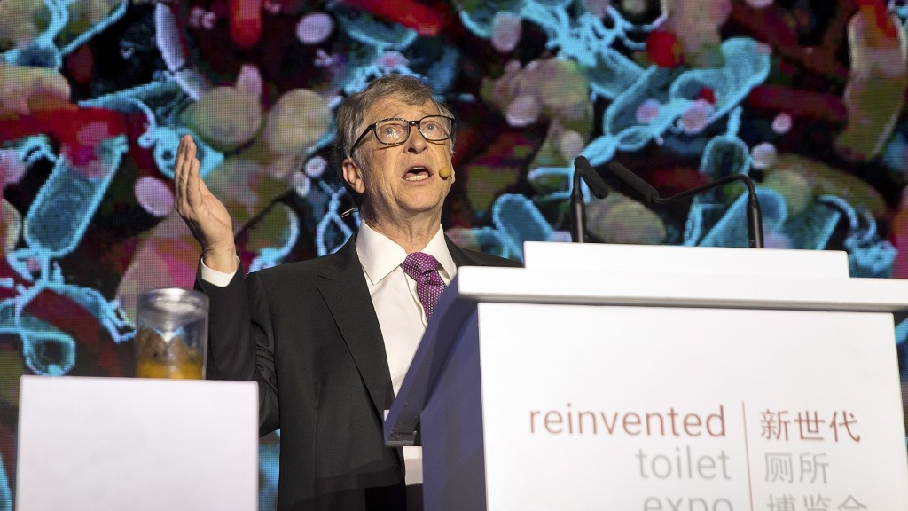 Archivbild: 05.11.2018, China, Peking: Bill Gates, ehemaliger Microsoft CEO und Mitbegründer der Bill and Melinda Gates Foundation, spricht auf der Reinvented Toilet Expo (Foto: dpa / AP / Mark Schiefelbein)